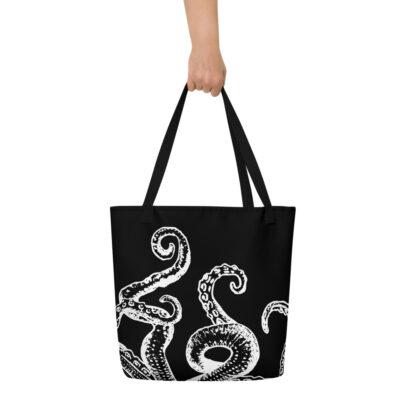 sac de plage noir avec tentacule pieuvre blanche et main