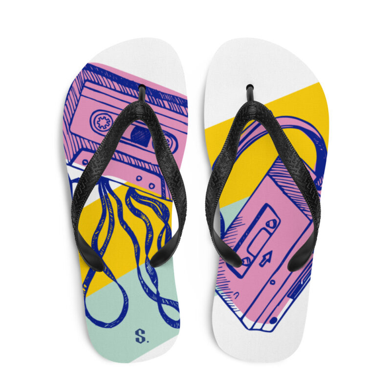 sandales de plage avec dessins cassette et walkman vue face