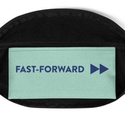 poche verte avec écriture bleue fast forward
